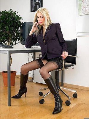 Viu? Ela da duro no trabalho todo dia.